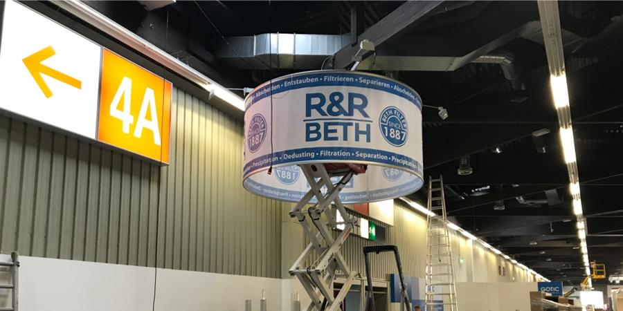 Montage - R&R Messestand